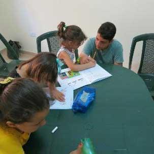 Kinder lernen lesen und schreiben, Alphabetisierung in Jordanien