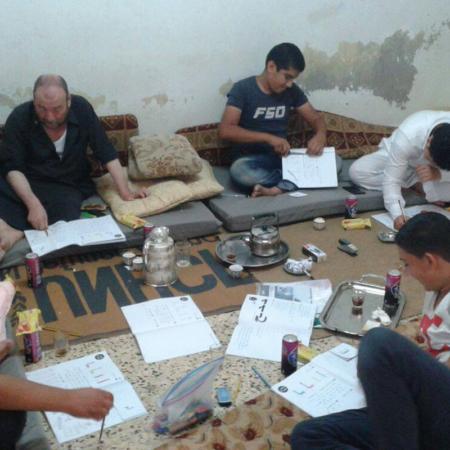 Auch geflüchtete Männer in Jordanien bekommen in unserem Projekt Alphabetisierung Unterstützung und Hilfe