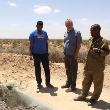 Unser Mitarbeiter Myron sieht sich vor Ort die Folgen der Dürre in Ostafrika an