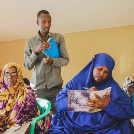 Wir unterstützen die Frauen in Ostafrika ganzheitlich durch Schulungen