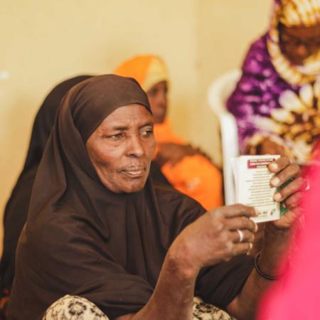 Sich selbst und der Familie eine Lebensgrundlage schaffen: Frauen bei einem Workshop in Ostafrika