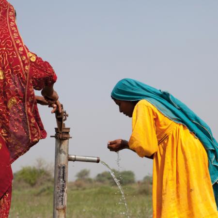 Sicheres Trinkwasser aus einer Pumpe, Pakistan