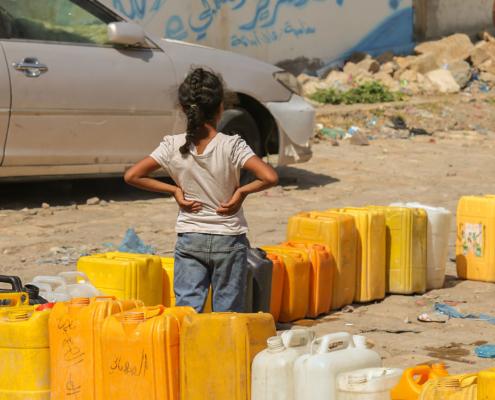 Unsere Organisation bietet Hilfe im Jemen an und hilft mit sauberen Trinkwasser