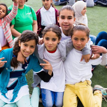 Fußball bringt die Mädchen zusammen: Spaß, Freundschaften, Hoffnung.