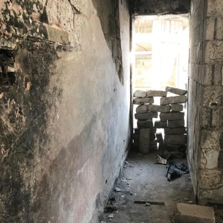 Häuser ohne Türen sind nicht sicher, es wird Hilfe gerbaucht