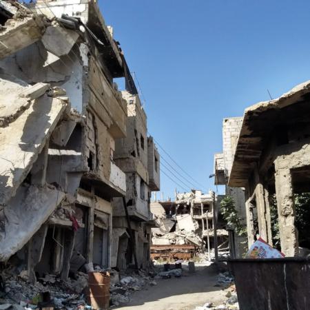 Straßen in Syrien sind zerstört und Häuser stürzen ein
