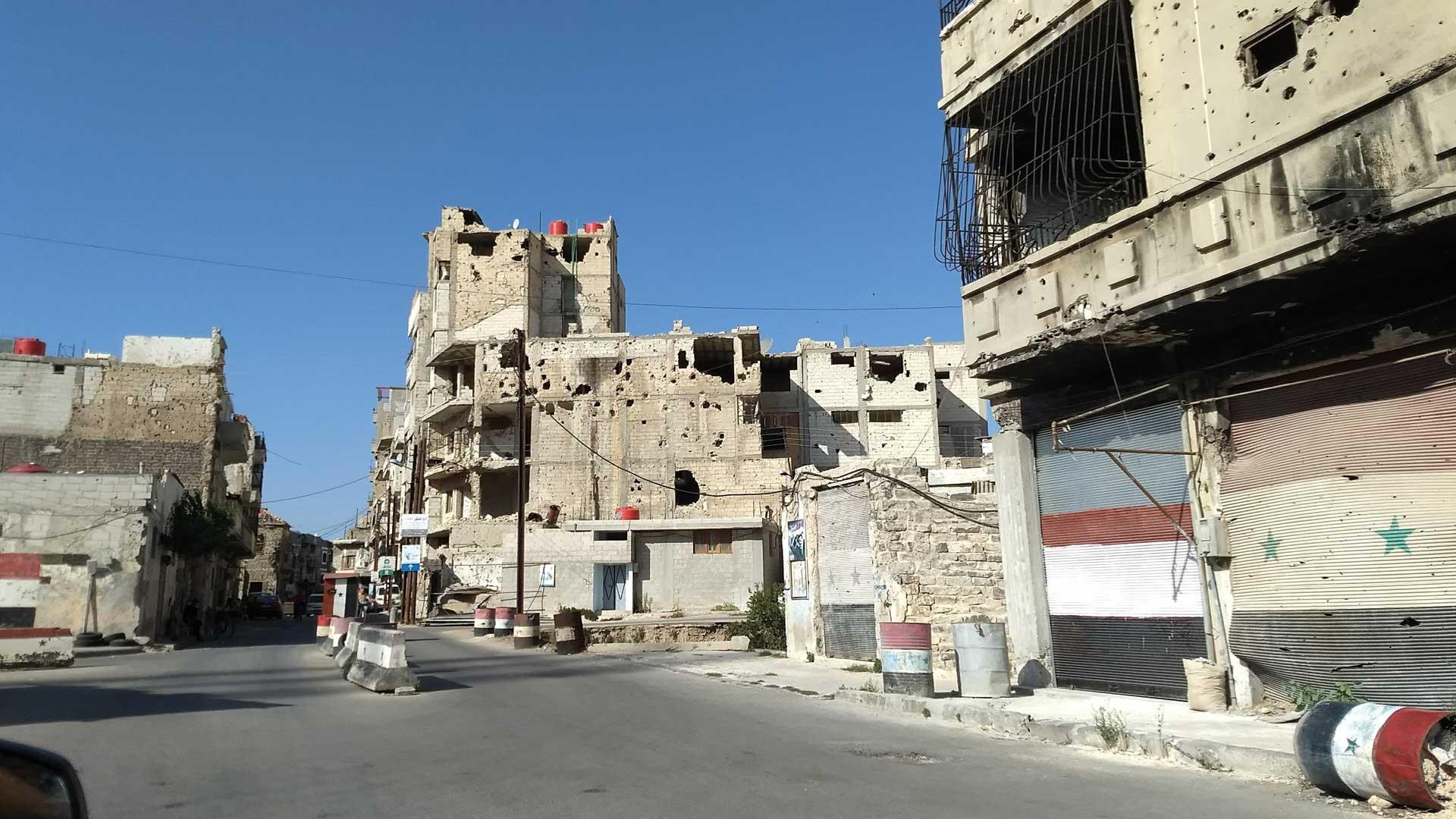 Städte bestehen aus vielen zerstörten Häusern