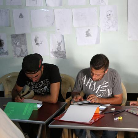 Zusammen zeichnen, zusammen Spaß haben: junge Erwachsene im Irak
