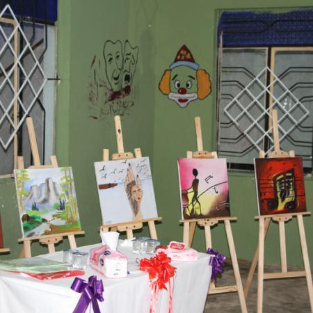 Gemälde junger Erwachsener im Irak werden vorgestellt