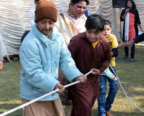 Hilfe in Pakistan: Sport während eines Fests