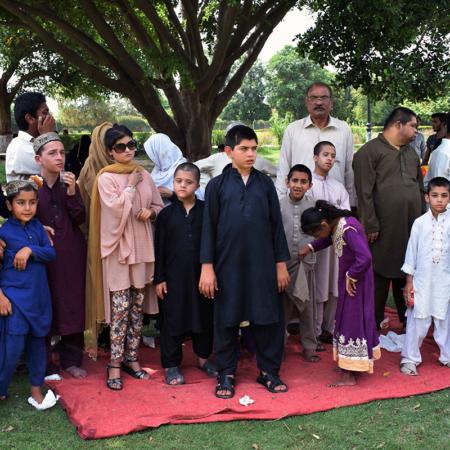 Behinderte Kinder in Pakistan auf einem Fest, Gruppenbild