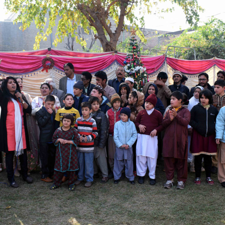 Familien in Pakistan auf einem Fest