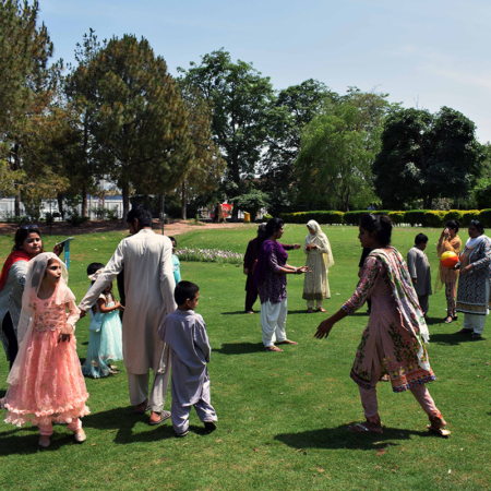 Tanzen macht Spaß: Hilfe in Pakistan auch durch Veranstaltung von gemeinsamen Aktivitäten