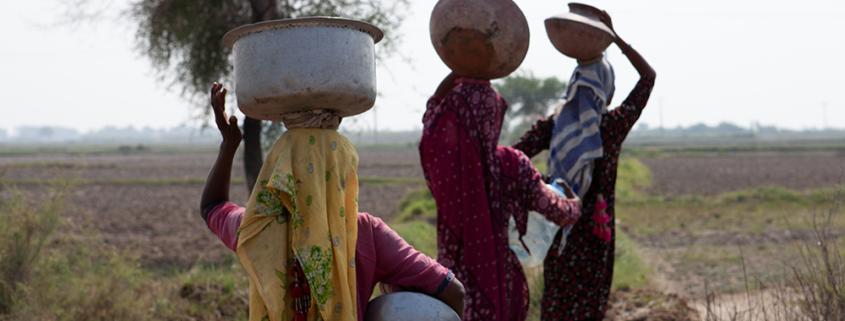 Pakistan: Transport von Wasser über das Land