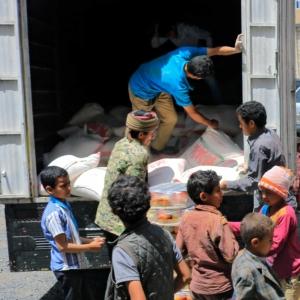 Austeilung von Lebensmitteln im Jemen