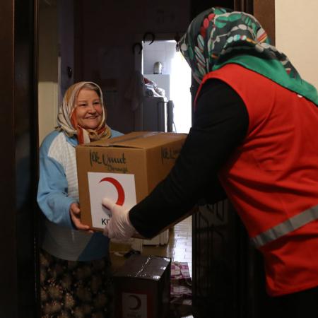 Corona Hilfe Türkei - Verteilung Hygienepakete