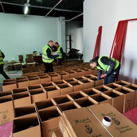 Corona Hilfe Türkei - Fleißige Helfer packen Hygienepakete