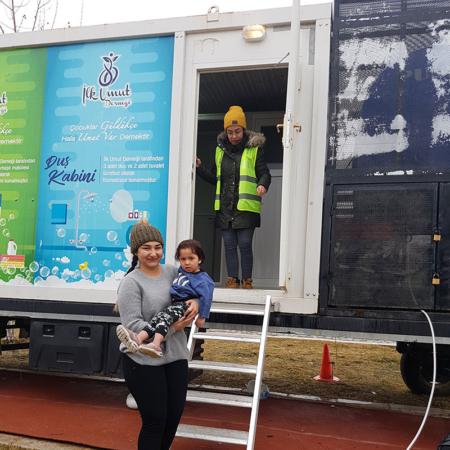 Corona Hilfe Türkei - Dankbar für Hygienepaket Hilfe Türkei - Das Waschmobil wird gern genutzt