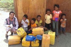 Hilfe im Jemen und in der Not - Kanister mit sauberem Wasser